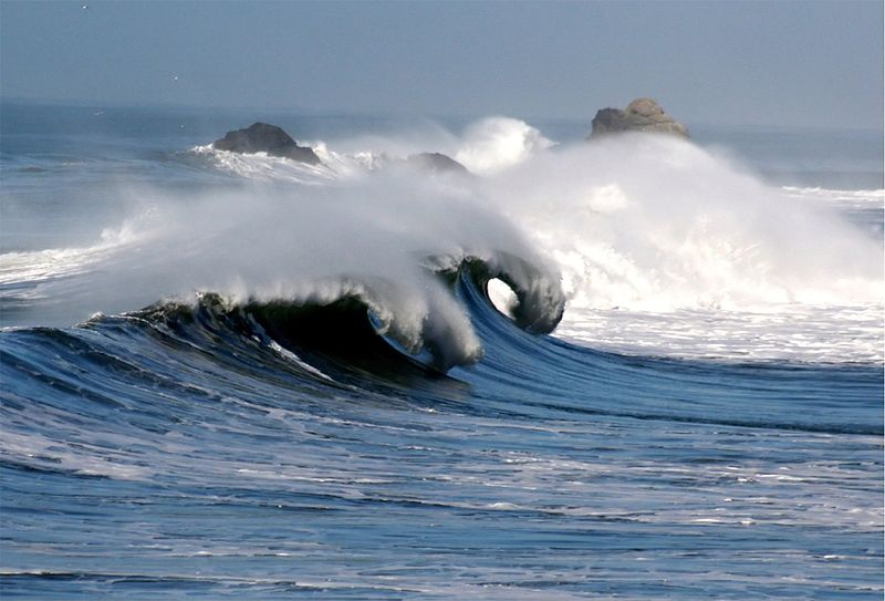 800px-Waves_in_pacifica_1
